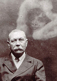 Arthur Conan Doyle con Fantasma